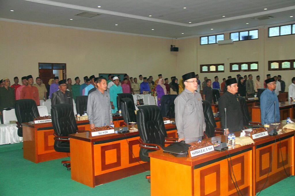 Anggota DPRD Lingga yang hadir saat pengesahan APBD-P 2017