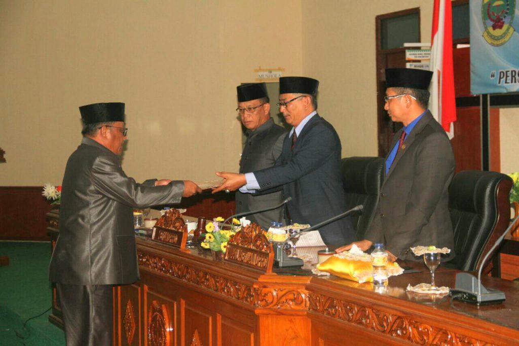 Penyerahan Draf APBD-P kepada ketua DPRD Lingga