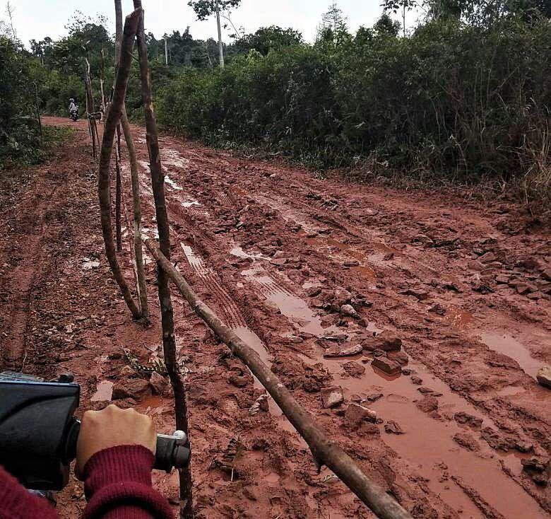 Keterangan foto : Akses jalan menuju Dusun Senempek, Desa Limbung, Kecamatan Lingga Utara, Kabupaten Lingga, Propinsi Kepulauan Riau