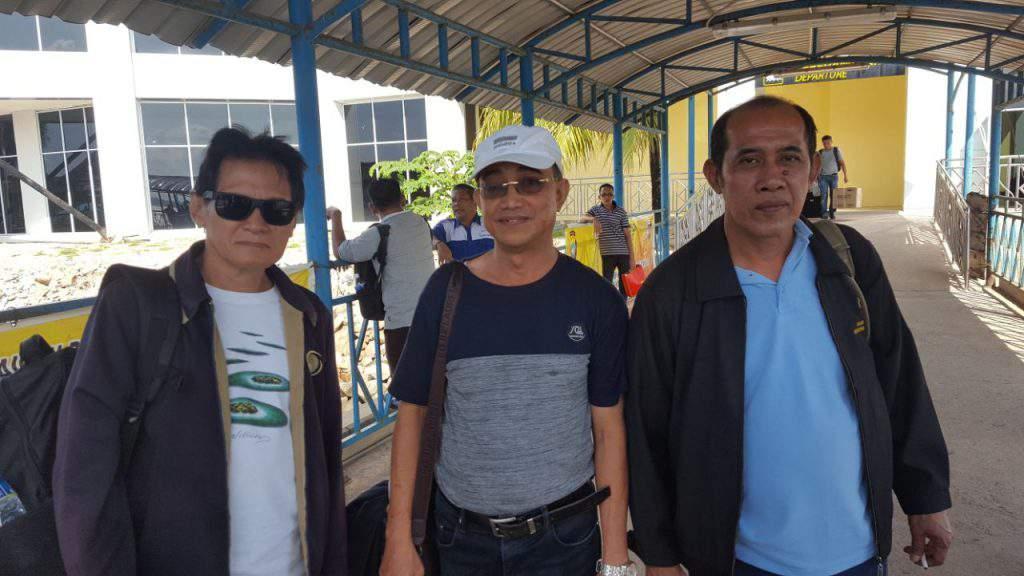 Keterangan foto : Kepala Disparpora Lingga bersama pelajar SMKN 2 Lingga, bidang pariwisata ketika selesai melaksanakan magang di Kota Batam.