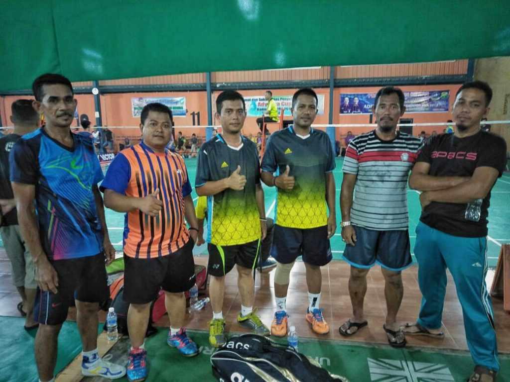 Keterangan foto : Tim ganda putra Kejari Lingga turut serta dalam ajang Adhiyaksa Cup Badminton HBA 2018